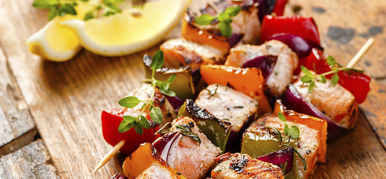 FISH SKEWERS WITH PEPPERS AND TOMATOES
